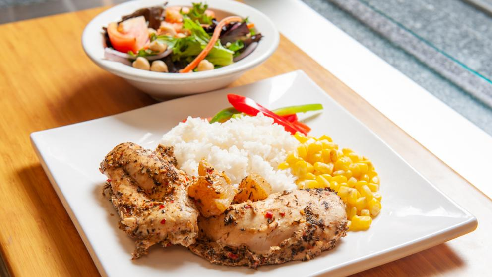Chicken dinner with toss salad